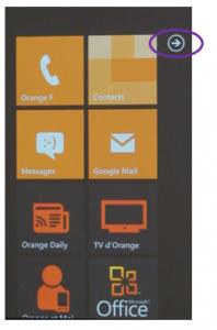 Capture de l'écran d'accueil Windows 7.5 affichant la flèche d'accès au menu de 2ème niveau