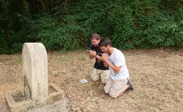 On a soif... Mais la fontaine n'a pas pitié de nos apprentis sèvetiers :) Un premier essai pour le défi de la photo la plus drôle de l'équipe « Bord-de-Sable »